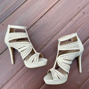 Apt 9 Peep toe cutout pumps